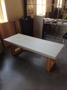 tafel beton met eiken onderstel1