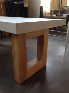 tafel beton met eiken onderstel3