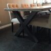 industriele tafel met stalen X poten